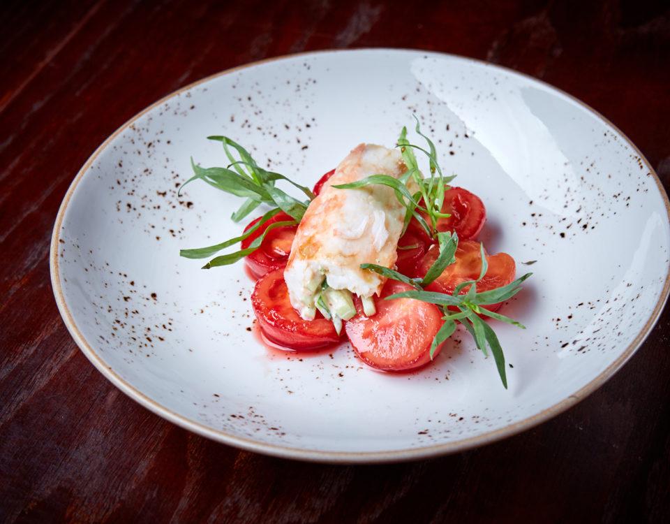Сладкие томаты с острым крабом